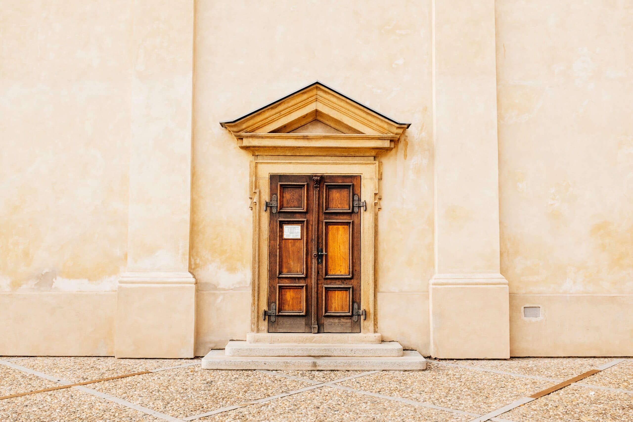 porte du tribunal